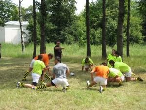 Болгарская NAC-Sofia разминается за спинами болельщиков (интересная форма, правда). Как и все остальные команды.