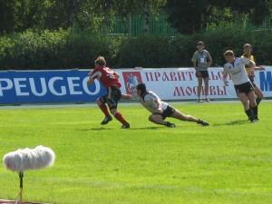 Краснеодарскому Югу (в белом) совсем немножко не хватило чтобы обойти монинский ВВА-Подмосковье в матче за первое место.