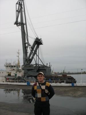 Кирилл и металлический морской жираф