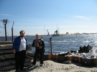 Солнцевские братаны на входе во внутреннюю гавань Северодвинска