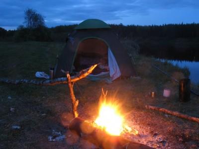 Река, палатка и костёр. Что еще нужно для отдыха?