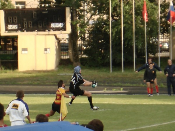Главное взлететь повыше и схватить мяч покрепче