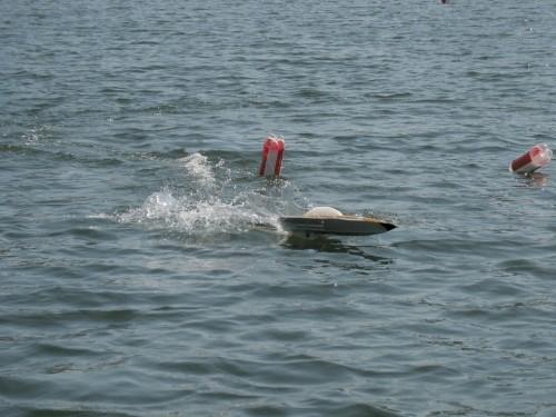 Одна из скоростных моделей. Они все не плыли, а прыгали по воде.