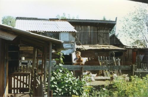 1995 Боготол Коля мучает курицу
