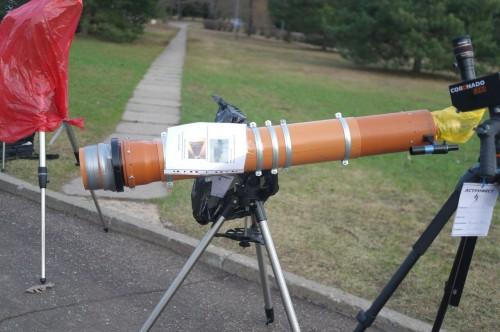 Собрать телескоп из деталей, доступных в любом магазине строительных материалов - легко.
